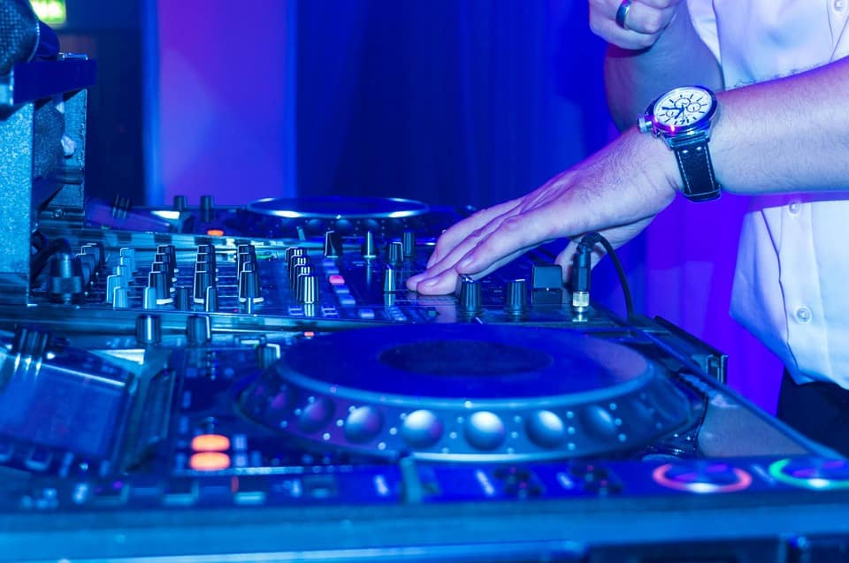 best dj controller for scratching