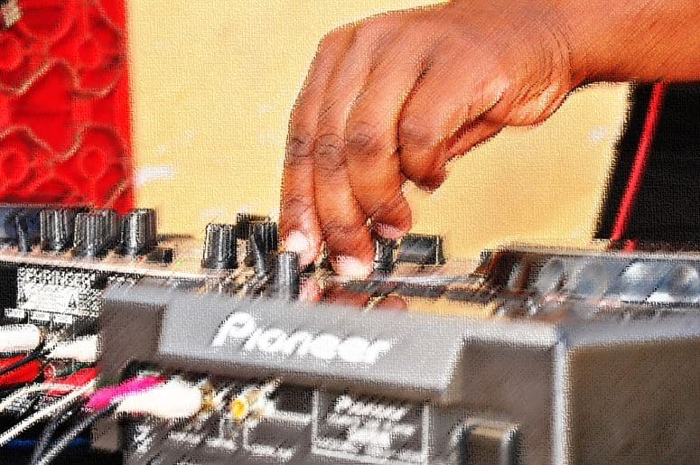 dj controller vs all in one