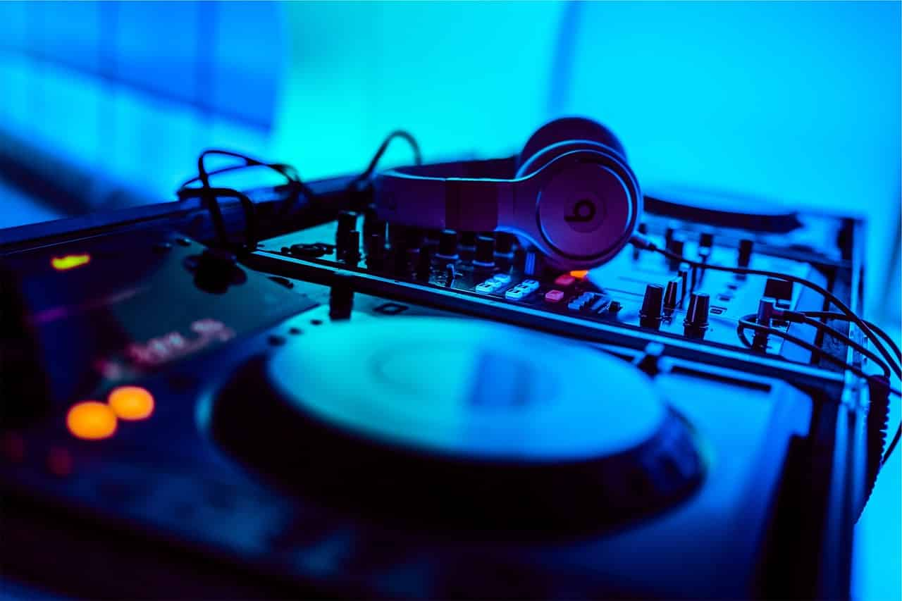 do you need a mixer with a dj controller